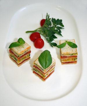 Tomaten-Paprika-Petit-four